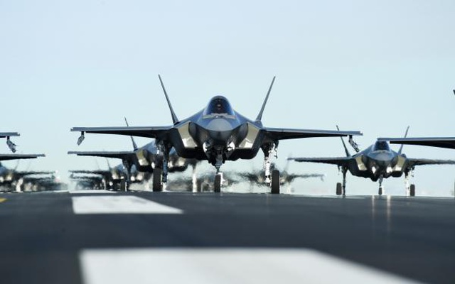 """52 """"tia chớp"""" F-35A của Mỹ tập trận """"Voi đi bộ"""" - 2"""