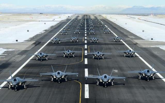 """52 """"tia chớp"""" F-35A của Mỹ tập trận """"Voi đi bộ"""" - 6"""