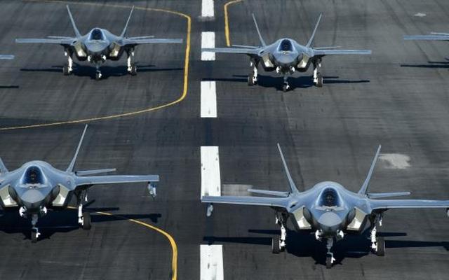 """52 """"tia chớp"""" F-35A của Mỹ tập trận """"Voi đi bộ"""" - 9"""