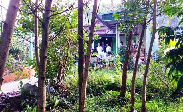 Người dân bàng hoàng phát hiện hai vợ chồng tử vong tại nhà riêng - 1