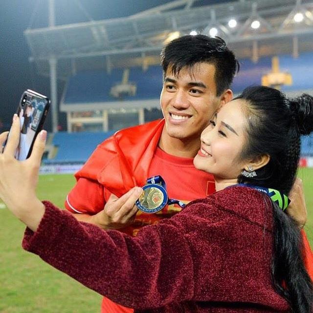 Bạn gái cũ xinh đẹp của tuyển thủ Tiến Linh chuẩn bị lên xe hoa - 1