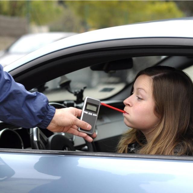 Các nước xử phạt hành vi uống rượu, bia khi lái xe thế nào? - 1