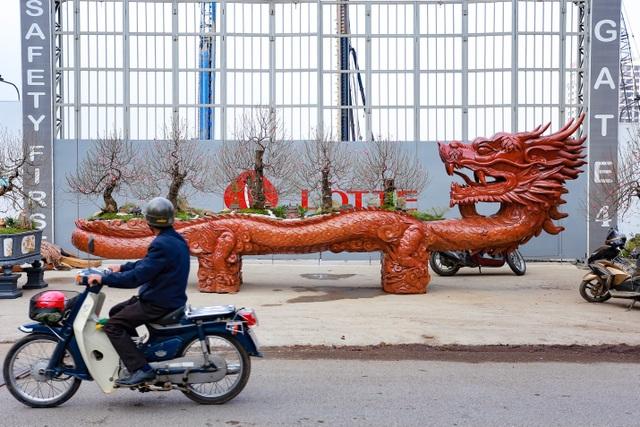 """Chậu đào """"khổng lồ"""" hình rồng ôm núi giá 1 tỷ đồng ở Hà Nội có gì đặc biệt? - 1"""