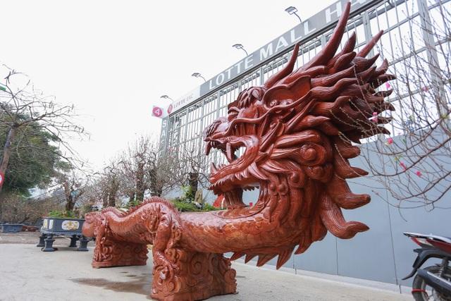 """Chậu đào """"khổng lồ"""" hình rồng ôm núi giá 1 tỷ đồng ở Hà Nội có gì đặc biệt? - 2"""
