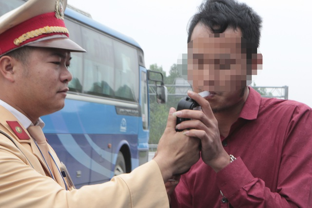 Hà Nội: Bữa tối rượu bia, sáng hôm sau thổi vẫn bị phạt 7 triệu - 4