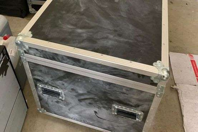 Tìm thấy chiếc hộp giúp cựu chủ tịch Nissan đào tẩu - 2