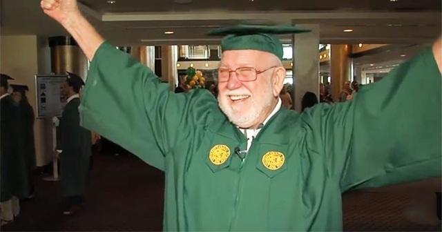 Cụ ông 81 tuổi quay trở lại học đại học sau 50 năm dang dở - 1
