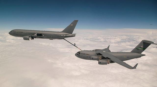 Tiêm kích F-15E Mỹ va chạm với máy bay tiếp dầu trên không - 1