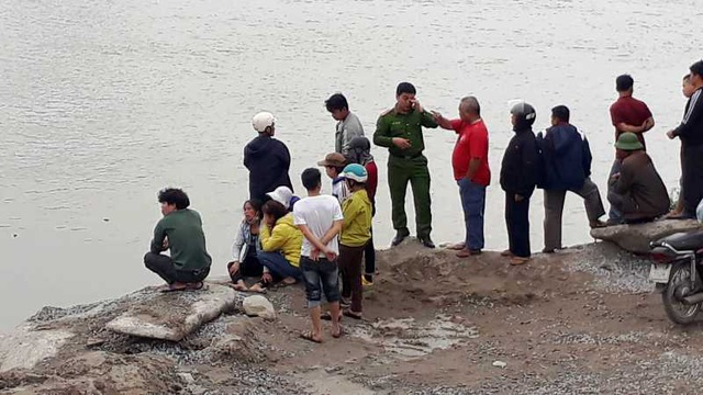 Lật thuyền đánh cá trên sông, 2 vợ chồng tử vong thương tâm - 2