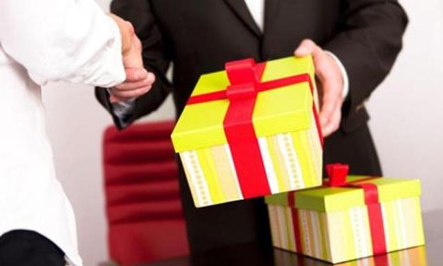 TPHCM: Cấm tổ chức chúc Tết, tặng hoa, quà cho lãnh đạo - 1