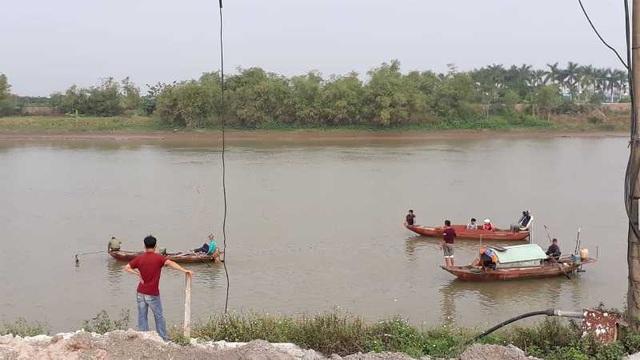 Lật thuyền đánh cá trên sông, 2 vợ chồng tử vong thương tâm - 1