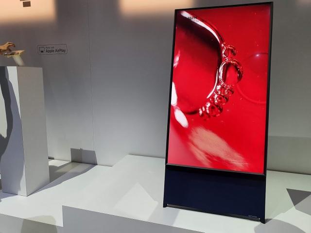 CES 2020: Samsung ra mắt TV xoay dọc, có thể xem video trên Tik Tok, Facebook như smartphone - 1