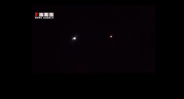 Tên lửa Iran rực sáng trong đêm hướng tới căn cứ Mỹ ở Iraq - 2