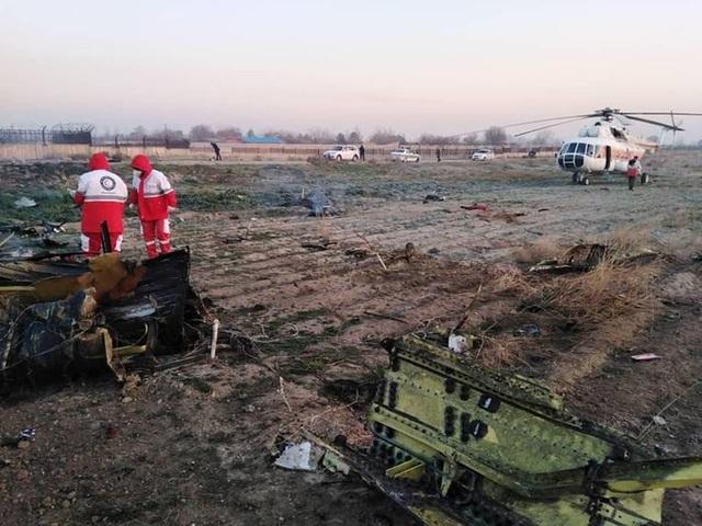Hiện trường thảm kịch rơi máy bay khiến 176 người chết ở Iran - 11