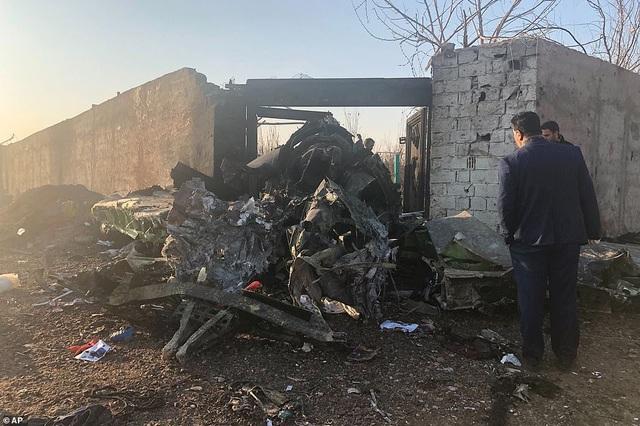 Hiện trường thảm kịch rơi máy bay khiến 176 người chết ở Iran - 8