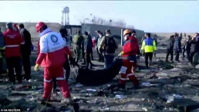 Hiện trường thảm kịch rơi máy bay khiến 176 người chết ở Iran - 12
