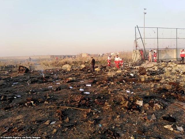 Hiện trường thảm kịch rơi máy bay khiến 176 người chết ở Iran - 7