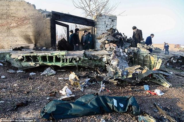 Hiện trường thảm kịch rơi máy bay khiến 176 người chết ở Iran - 2
