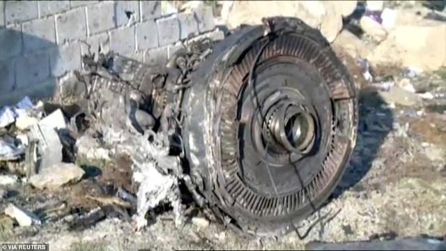 Hiện trường thảm kịch rơi máy bay khiến 176 người chết ở Iran - 4