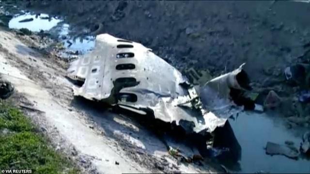 Hiện trường thảm kịch rơi máy bay khiến 176 người chết ở Iran - 6