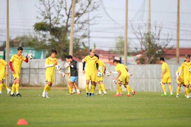 U23 Việt Nam luyện bóng bổng, sẵn sàng đấu U23 UAE trận ra quân - 4