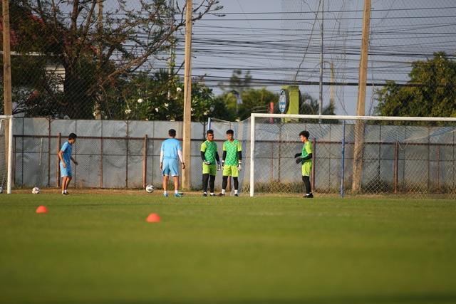 U23 Việt Nam luyện bóng bổng, sẵn sàng đấu U23 UAE trận ra quân - 11