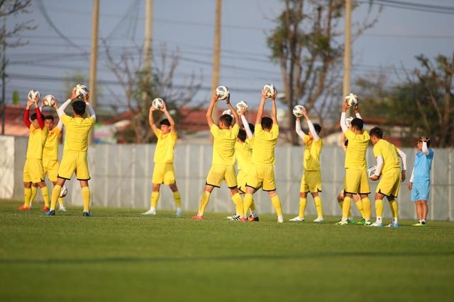 U23 Việt Nam luyện bóng bổng, sẵn sàng đấu U23 UAE trận ra quân - 8