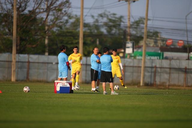 U23 Việt Nam luyện bóng bổng, sẵn sàng đấu U23 UAE trận ra quân - 9