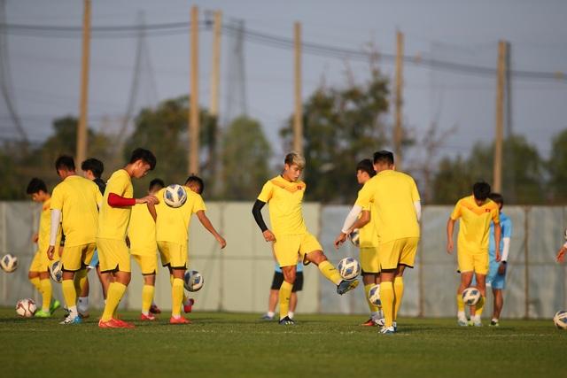 U23 Việt Nam luyện bóng bổng, sẵn sàng đấu U23 UAE trận ra quân - 6