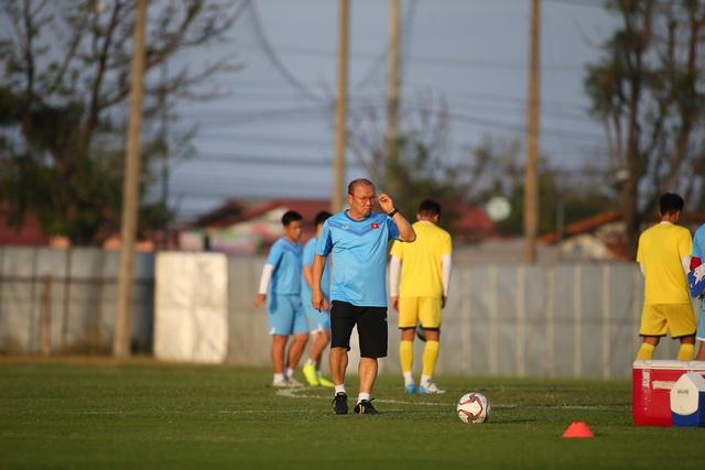 U23 Việt Nam luyện bóng bổng, sẵn sàng đấu U23 UAE trận ra quân - 10
