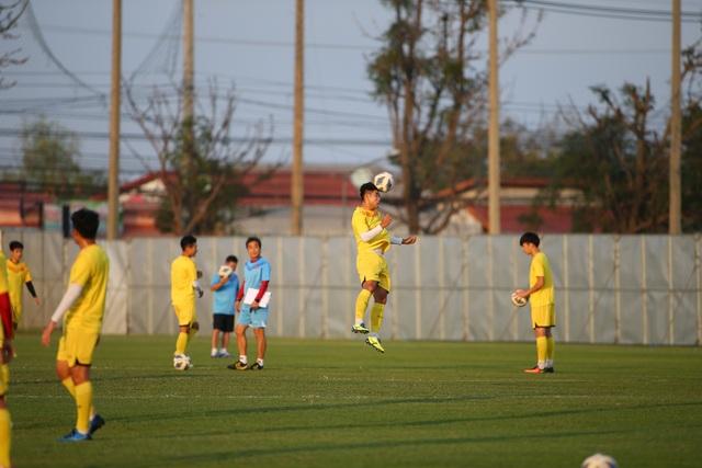 U23 Việt Nam luyện bóng bổng, sẵn sàng đấu U23 UAE trận ra quân - 1