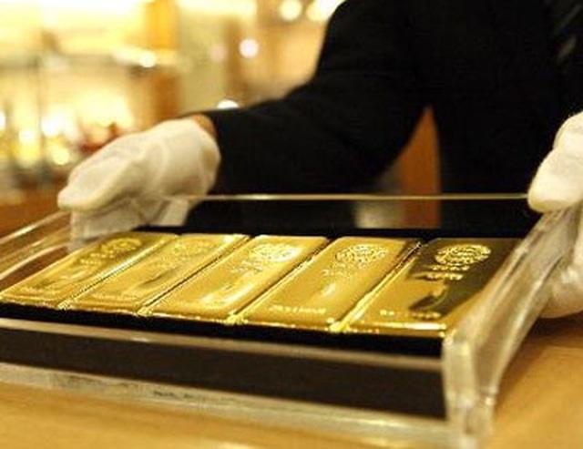 Giá vàng tăng lên mức đỉnh 7 năm, dân đua chốt lời - 1