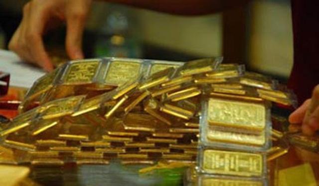 Giá vàng bật tăng mạnh sau phiên lao dốc - 1