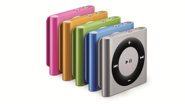 C.Ronaldo gây sốc với máy nghe nhạc iPod Shuffles tuổi đời 10 năm - 2