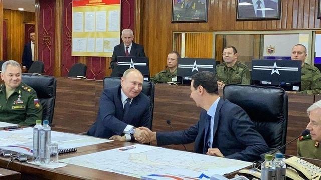 Tổng thống Putin bất ngờ tới Syria giữa lúc chảo lửa Trung Đông sục sôi - 1