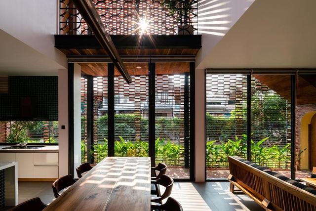 """Ngôi nhà bằng gạch mộc gây ấn tượng bởi thiết kế """"vừa cũ, vừa mới"""" - 3"""