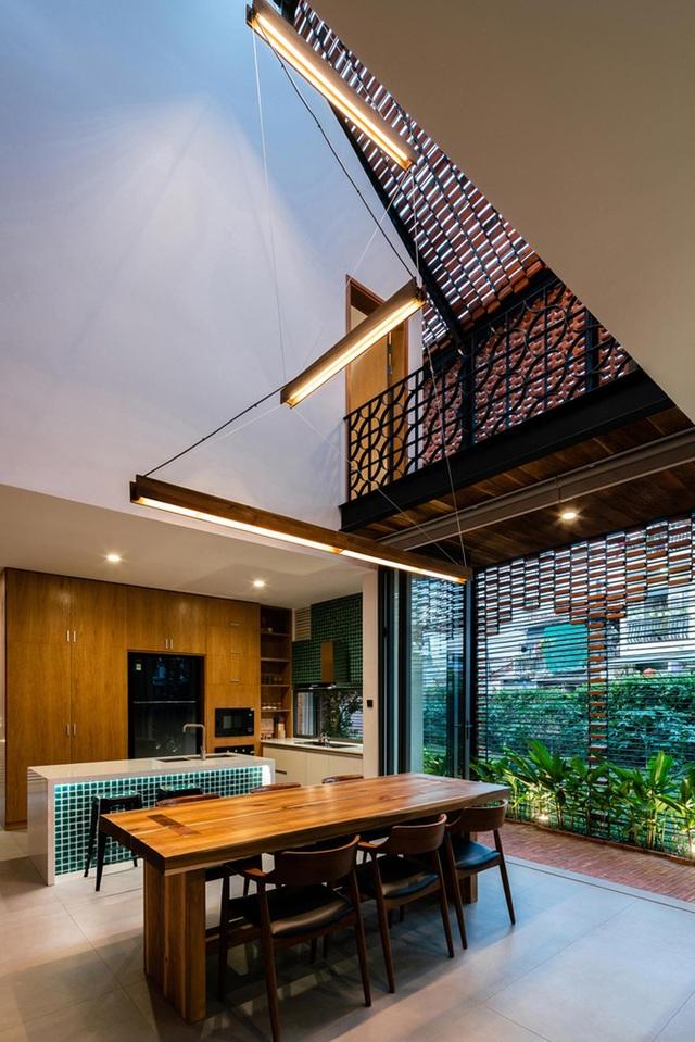 """Ngôi nhà bằng gạch mộc gây ấn tượng bởi thiết kế """"vừa cũ, vừa mới"""" - 5"""