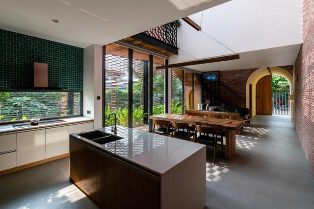 """Ngôi nhà bằng gạch mộc gây ấn tượng bởi thiết kế """"vừa cũ, vừa mới"""" - 8"""