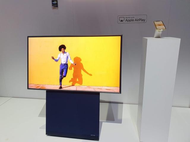 CES 2020: Samsung ra mắt TV xoay dọc, có thể xem video trên Tik Tok, Facebook như smartphone - 2