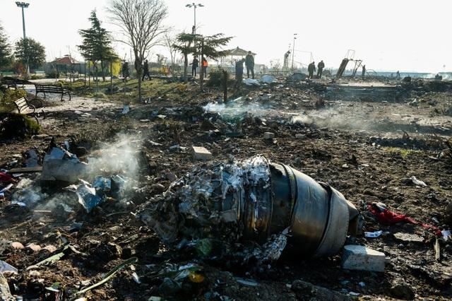 Ukraine không loại trừ máy bay chở 176 người rơi do bị tấn công - 1