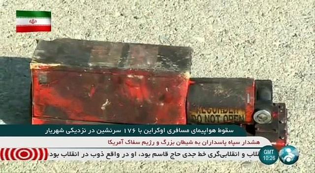 Video máy bay chở 176 người cháy ngùn ngụt trên không trước khi rơi ở Iran - 3