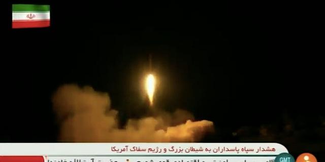 Iran công bố video phóng tên lửa tới căn cứ Mỹ - 1