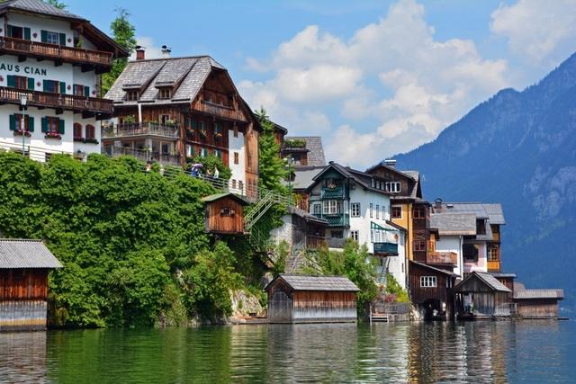 Ngôi làng đẹp nhất thế giới cầu xin khách du lịch đừng tới - 4