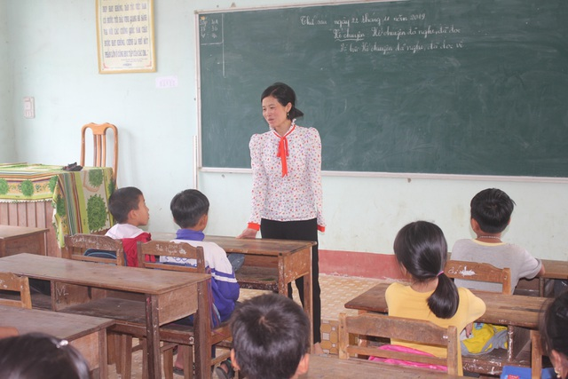 Cô giáo bị mất cánh tay trong lần băng rừng gieo chữ được bạn đọc giúp đỡ hơn 40 triệu đồng - 2