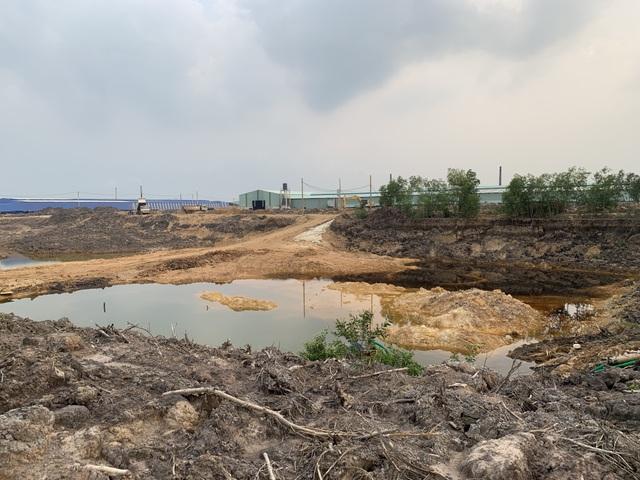 Doanh nghiệp khai thác trái phép 6 hầm đất sẽ bị phạt 35 tỉ đồng? - 1