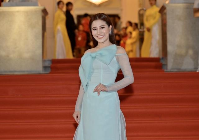 Chi Bảo sánh đôi cùng bạn gái Thùy Chang trên thảm đỏ sau ồn ào vợ mới - vợ cũ - 18