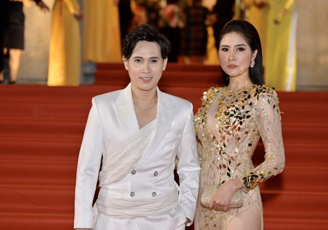 Chi Bảo sánh đôi cùng bạn gái Thùy Chang trên thảm đỏ sau ồn ào vợ mới - vợ cũ - 6