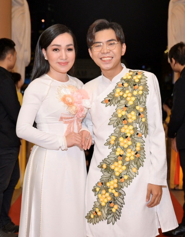 Chi Bảo sánh đôi cùng bạn gái Thùy Chang trên thảm đỏ sau ồn ào vợ mới - vợ cũ - 12