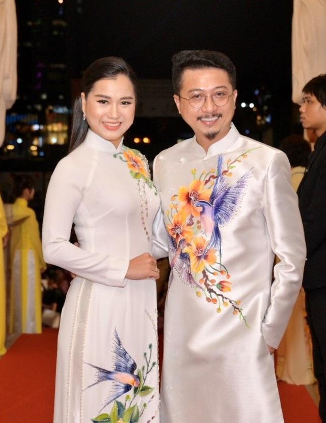 Chi Bảo sánh đôi cùng bạn gái Thùy Chang trên thảm đỏ sau ồn ào vợ mới - vợ cũ - 16