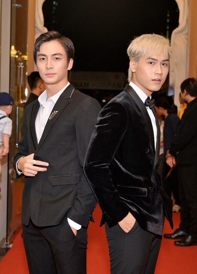 Chi Bảo sánh đôi cùng bạn gái Thùy Chang trên thảm đỏ sau ồn ào vợ mới - vợ cũ - 10